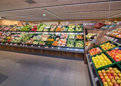 Obst- und Gemüseabteilung im Supermarkt in Ursensollen